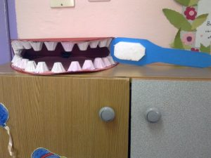 egg-cartoon-teeth-craft