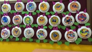 paper-plate-clock-bulletin-board-idea-1