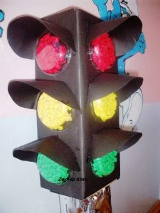 school-craft-project-for-kids-traffic-light-model-2