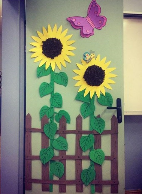 Sunflower door decoration preschool and homeschool for Back to school decoration ideas for teachers